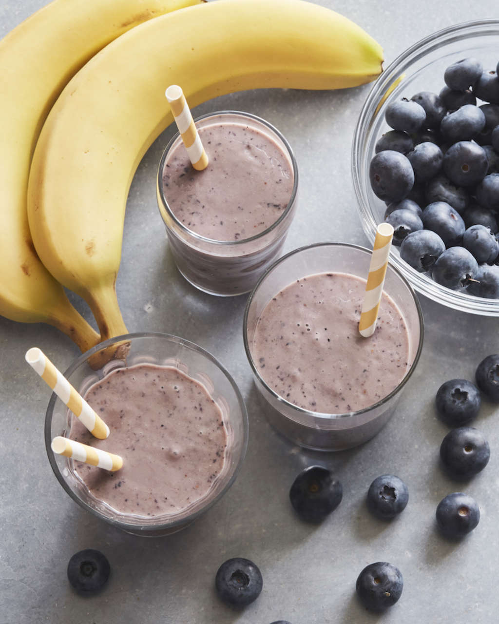 This 6-Ingredient Smoothie Tastes Like a Blueberry Muffin