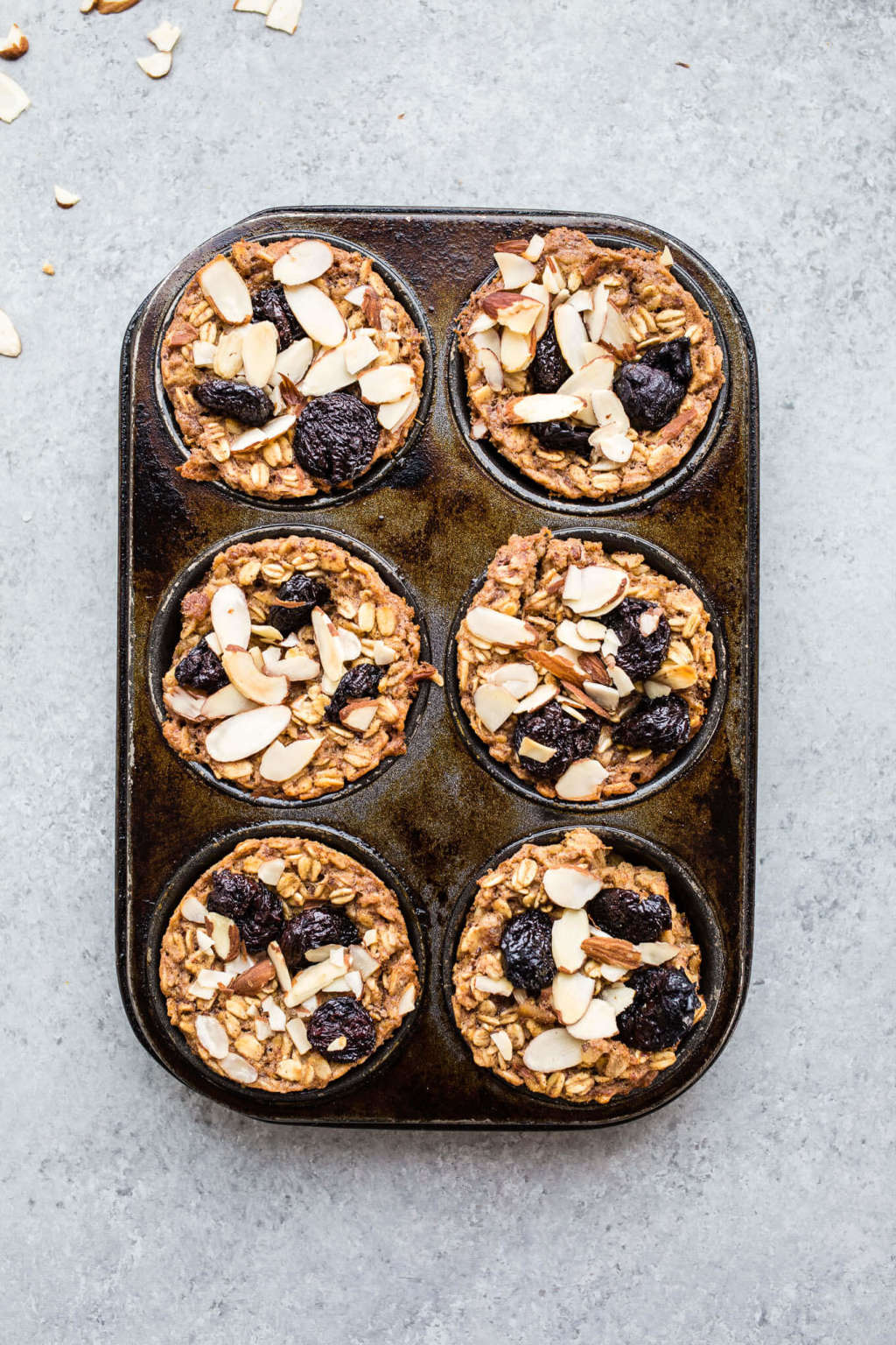 These Healthy Baked Oatmeal Cups Are a Breakfast Savior