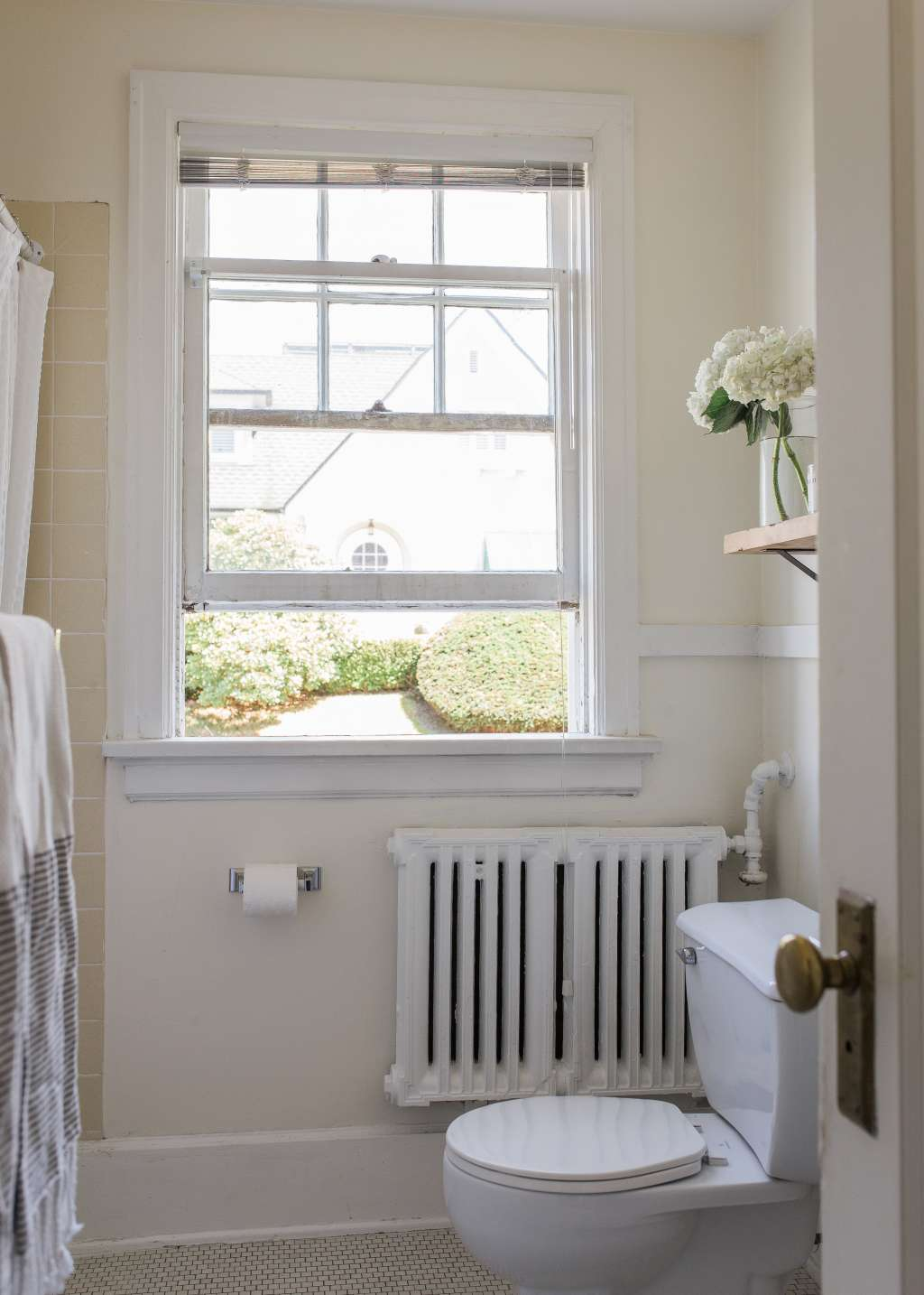 How to Clean a Bathroom Fast! (So You Can Get Back to Living Your Life)