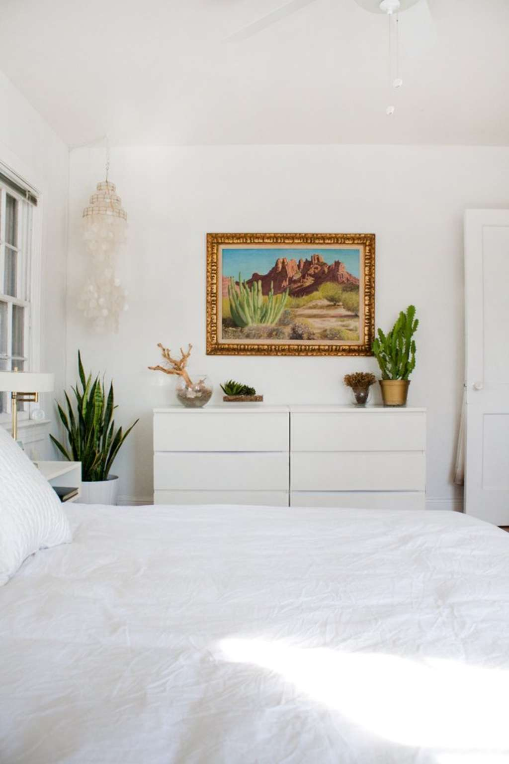 One Simple Way to Keep Your Bedroom More Organized This Year