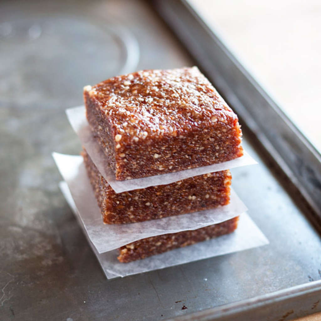 Easy 3-Ingredient Energy Bars to Make at Home