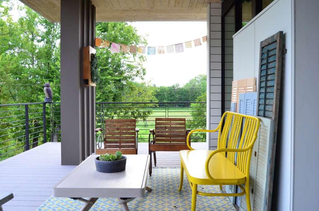 7 Ideas to Spruce Up Your Teeny Balcony