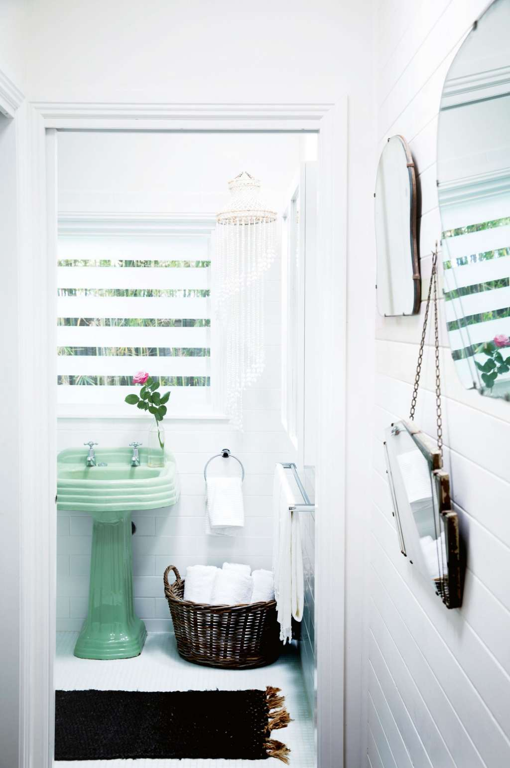 7 Modern Bathrooms with Colorful Vintage Fixtures | Apartment Therapy