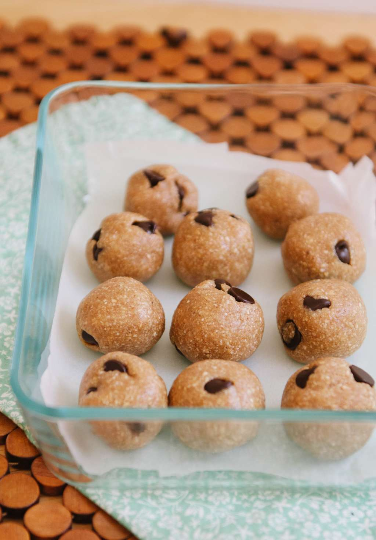 Recipe: Raw Chocolate Chip Cookie Dough Bites
