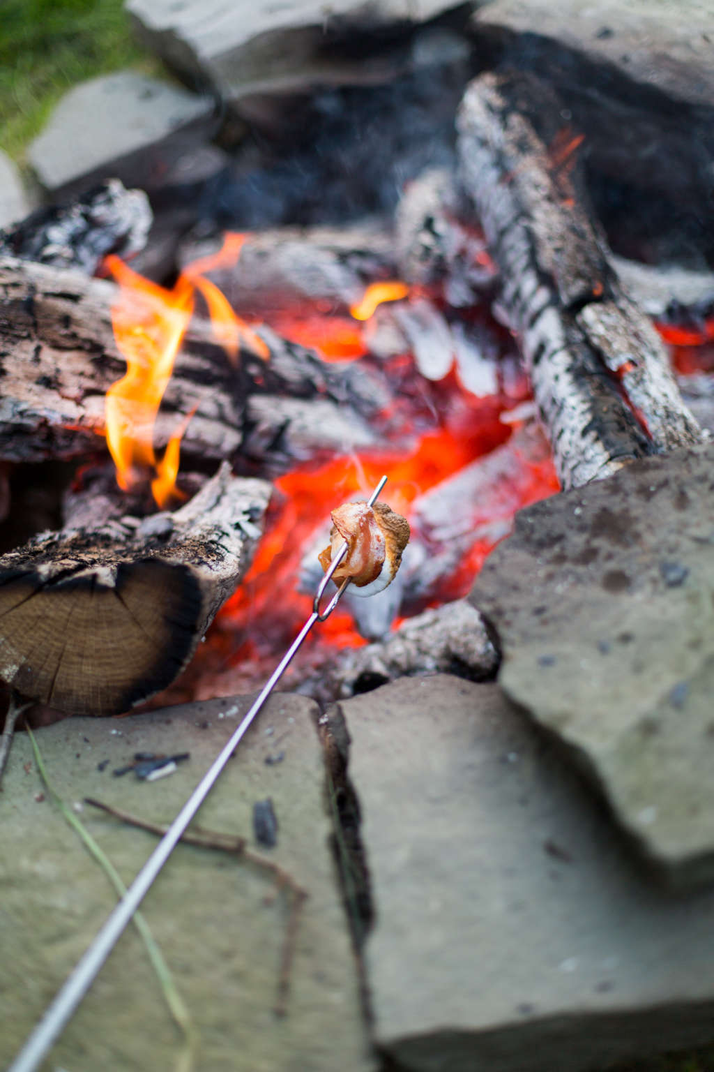 3 Easy Ways to Build a Backyard Fire Pit