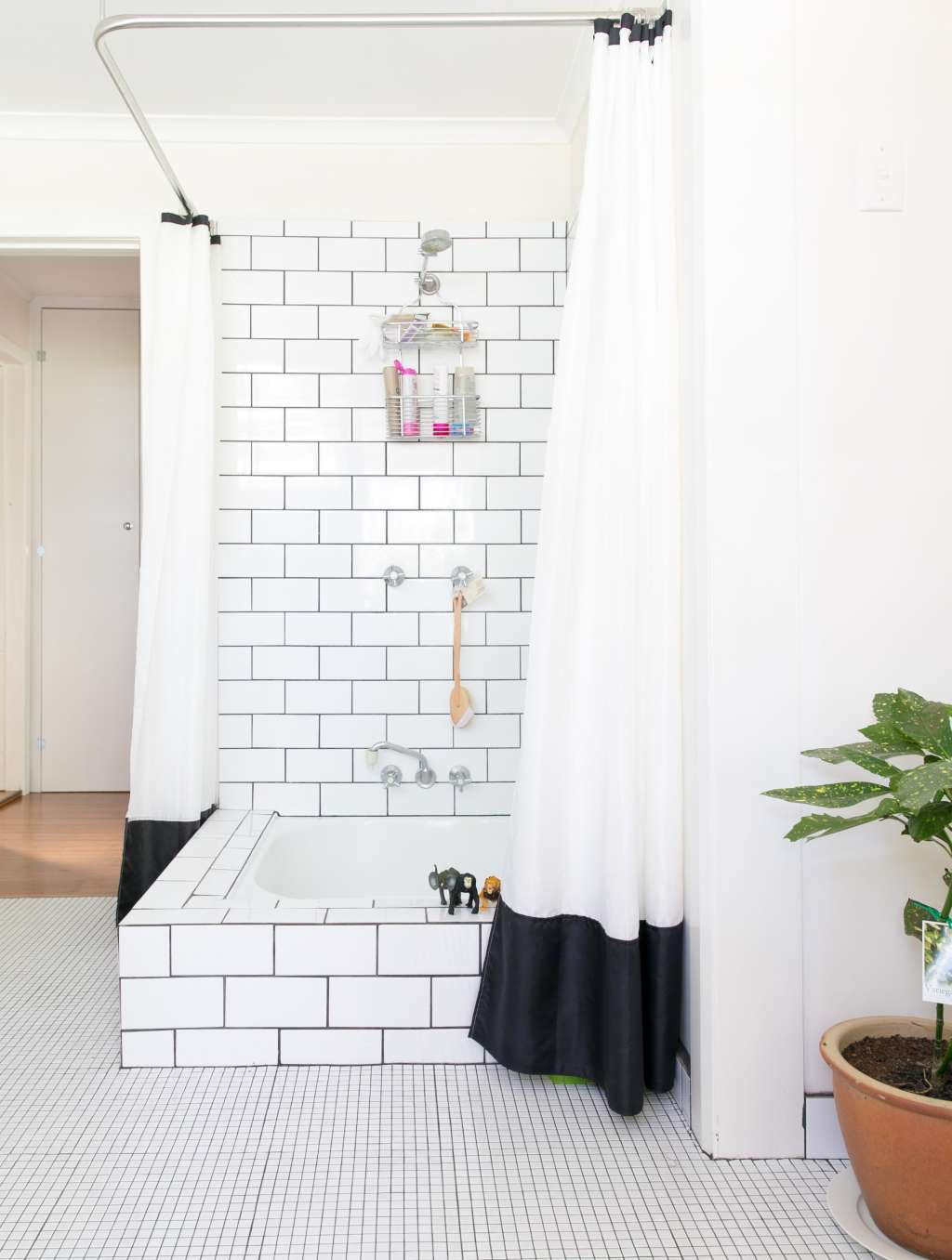 How To Renew Old Gross Grout Make It Look New Again Apartment