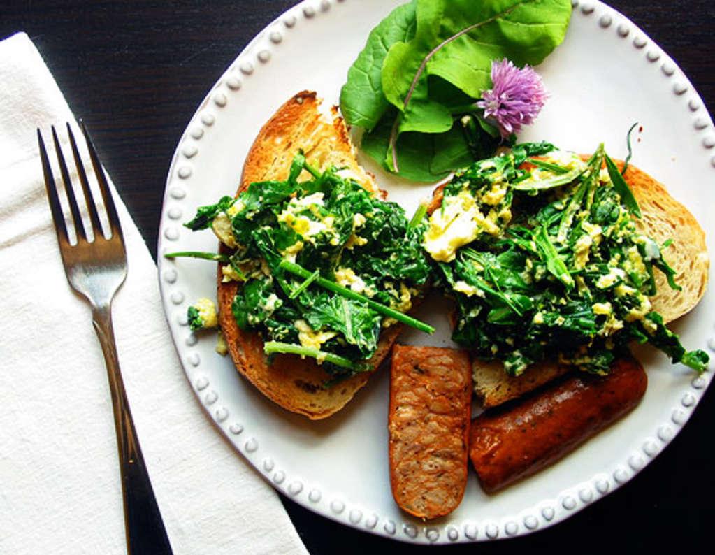 Recipe: Egg, Arugula, and Herb Tartine
