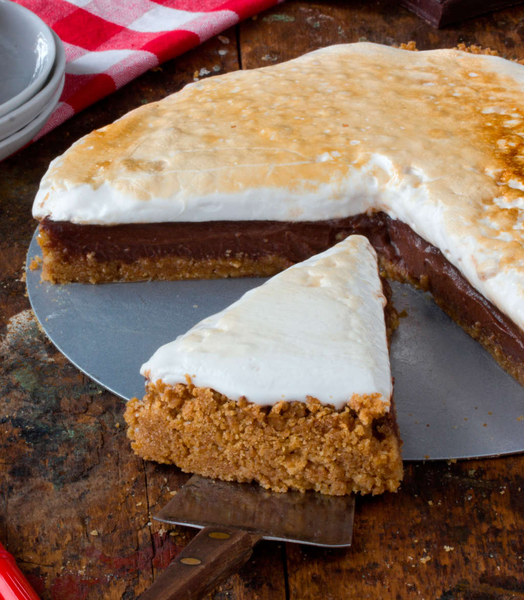 Recipe: Gooey, Crunchy, Chocolate-Filled S'mores Pie