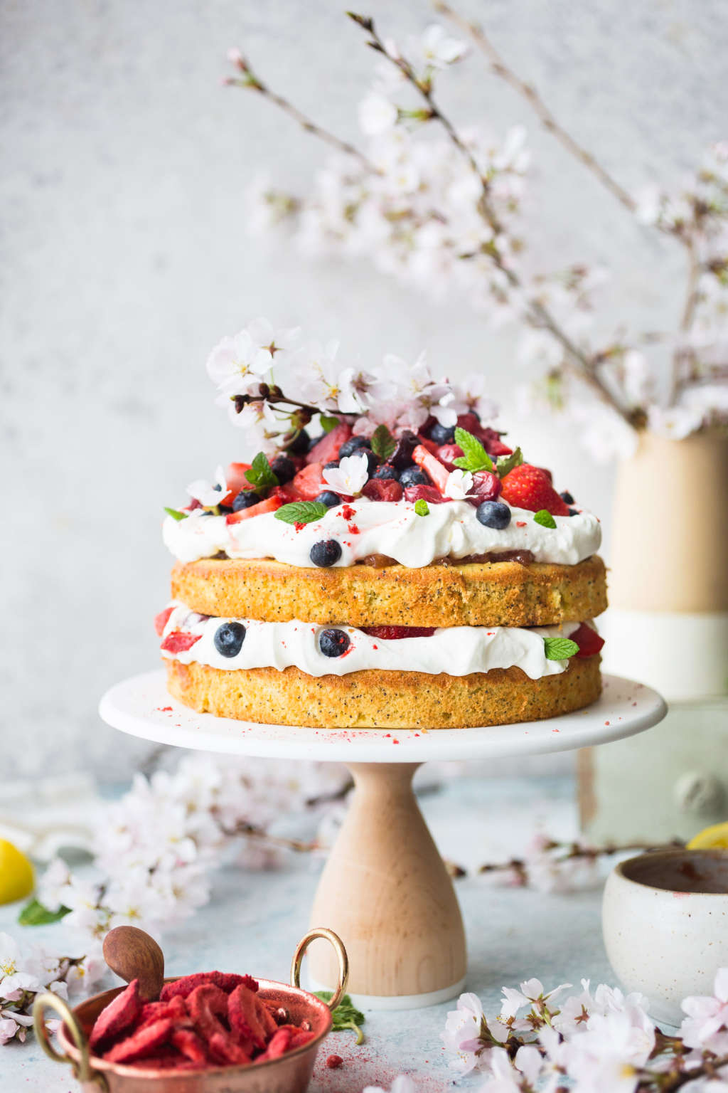 The Prettiest (yet Most Relaxed) Cake for Spring