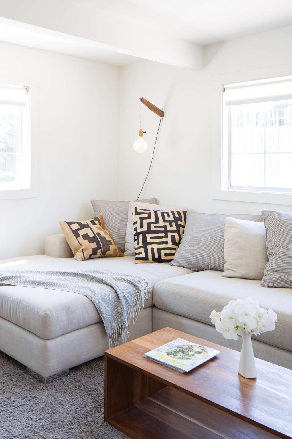 Apt Living Room Decor: Budget Fixes For Sagging Sofas