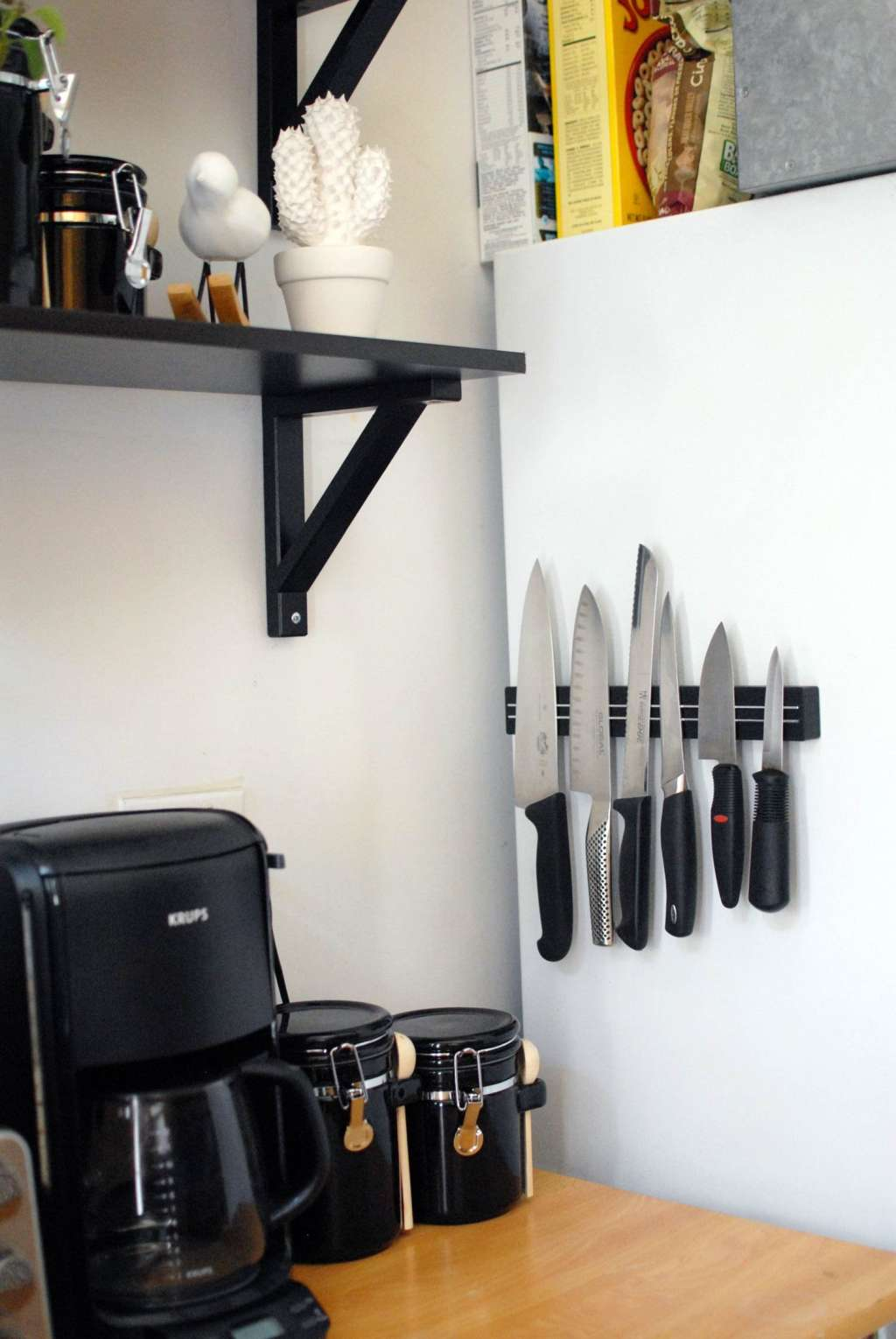Small Space Kitchen Tip Use A Double Magnetic Knife