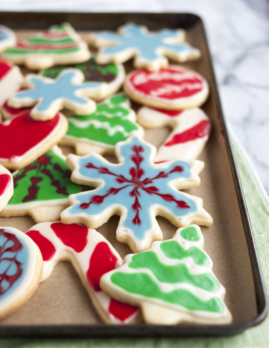 An Easy, Ingenious Way to Decorate Sugar Cookies