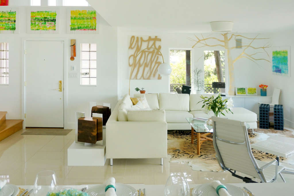 House Tour: A Nature-Inspired Beach Getaway for Two Artists