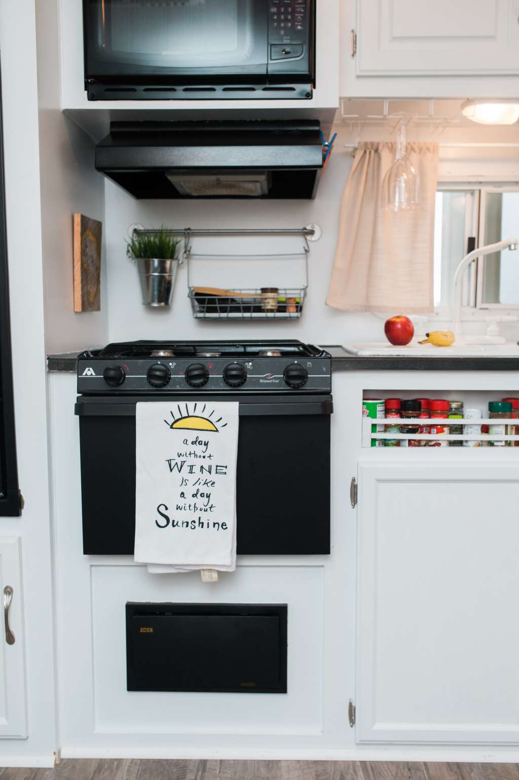 Small Space Organization: How to Clear Out Kitchen Cabinets