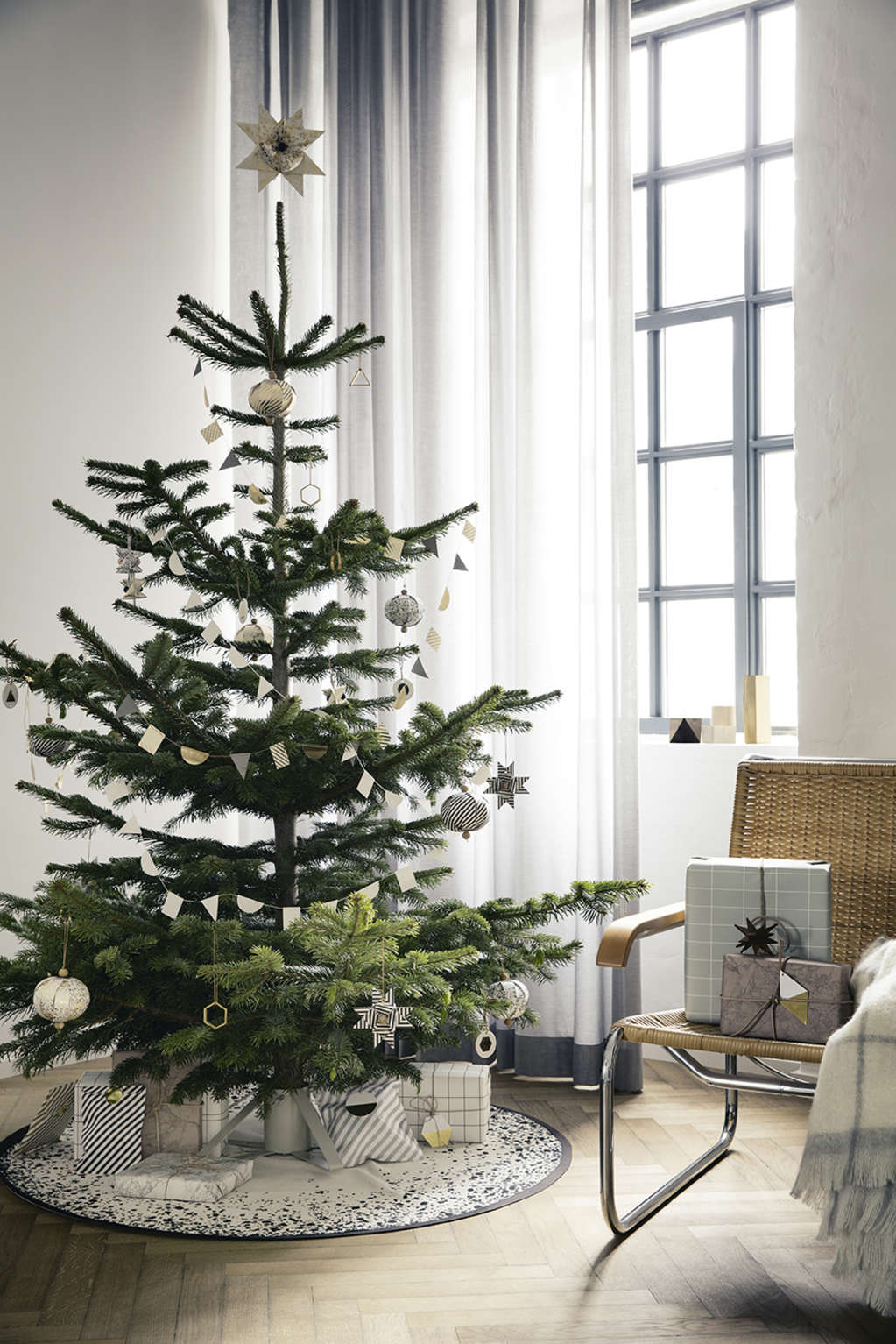Christmas Tree Stand Alternatives | Apartment Therapy