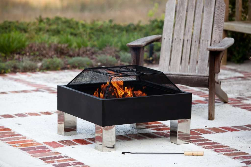 9 fire pits for less than 99 apartment therapy. Black Bedroom Furniture Sets. Home Design Ideas