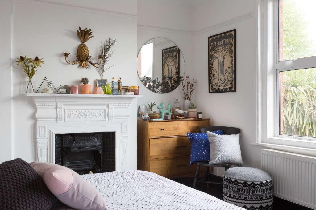 Small Bedroom Organization