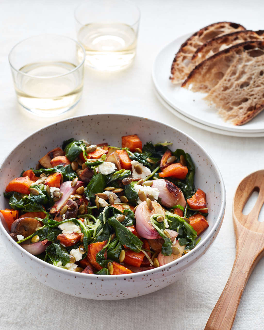10 Hearty Seasonal Salads You Can Eat for Dinner