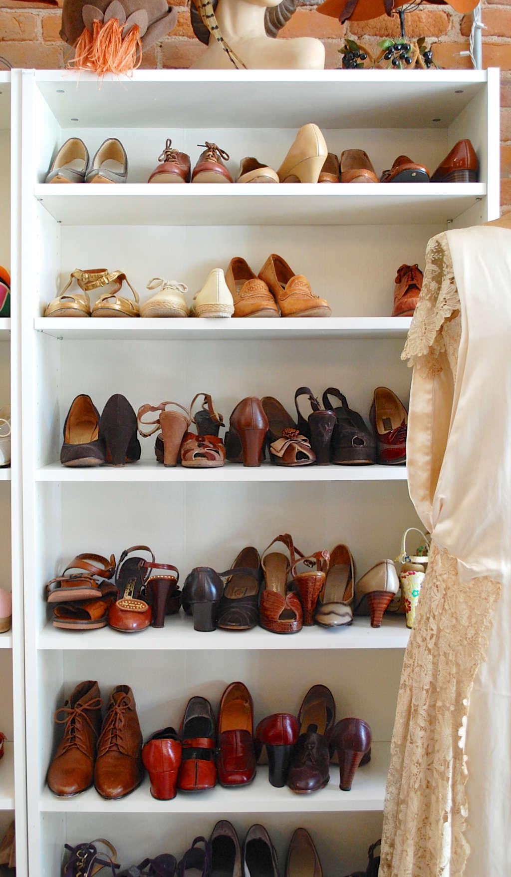 Closet inspiration use ikea 39 s billy bookcase to mimic - Billy schuhregal ...