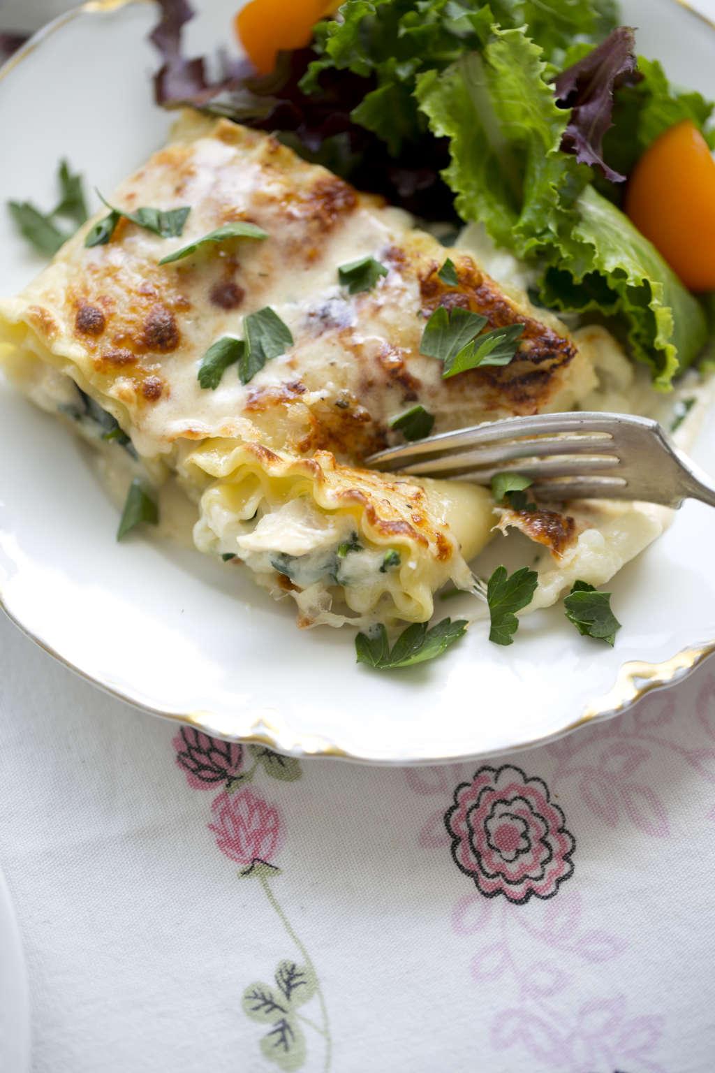 Recipe: Creamy Chicken Alfredo Lasagna Roll-Ups