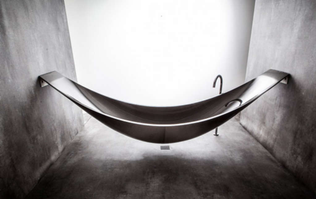 Bathroom Vacation: Hammock-Shaped Tub