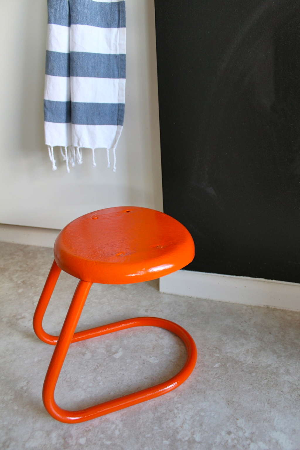 How To Spray Paint Metal Furniture