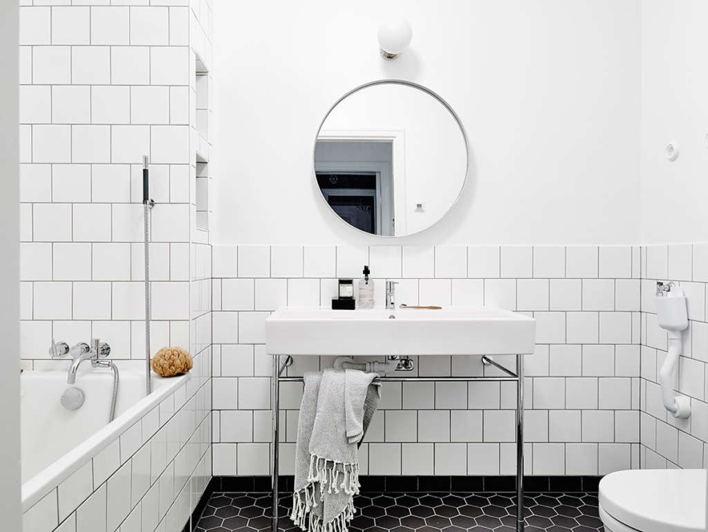 White Square Tiles: A Great Alternative to Subway Tile | Apartment ...