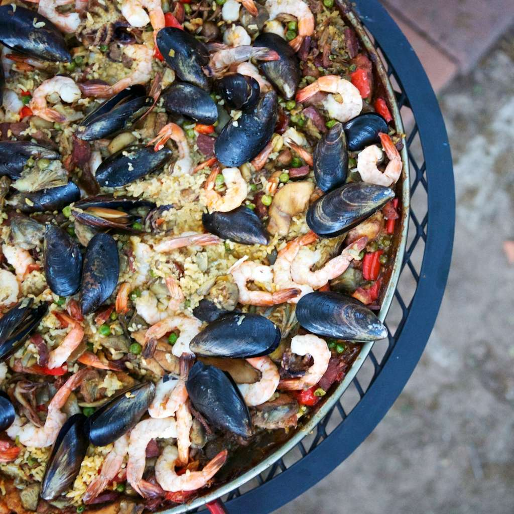 Rally Your Friends: Throw an Outdoor Paella Party this Summer!