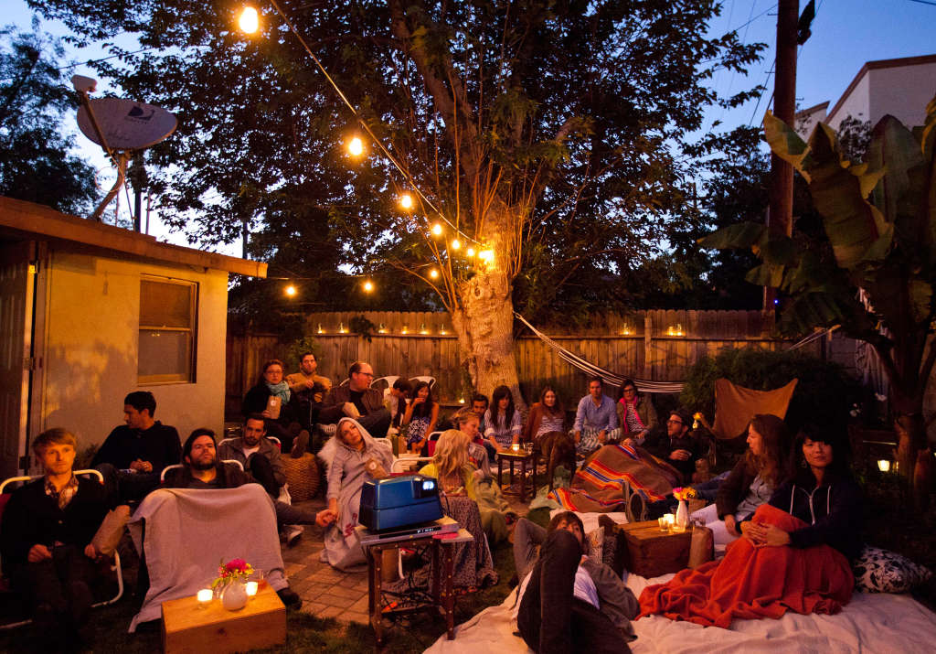 7 Top Tips For Throwing A Grand Party In A Small Home: 5 Tips For Throwing An Outdoor Movie Party