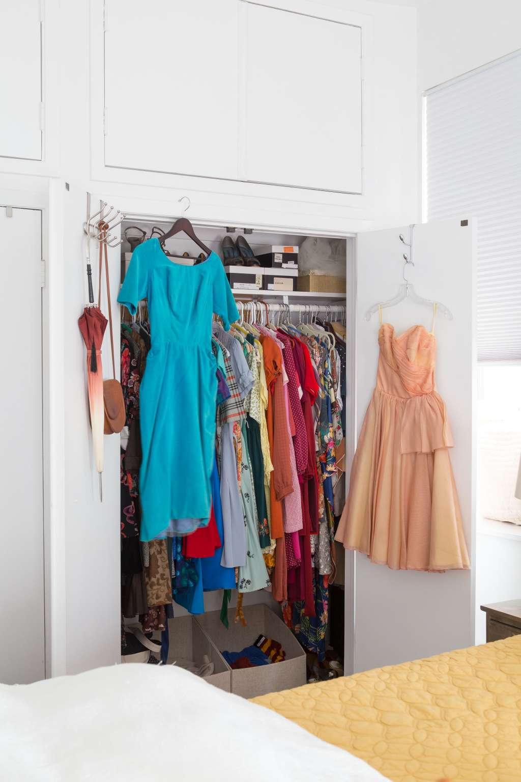 How to clean out your closet without regret apartment - Cleaning out your closet ...