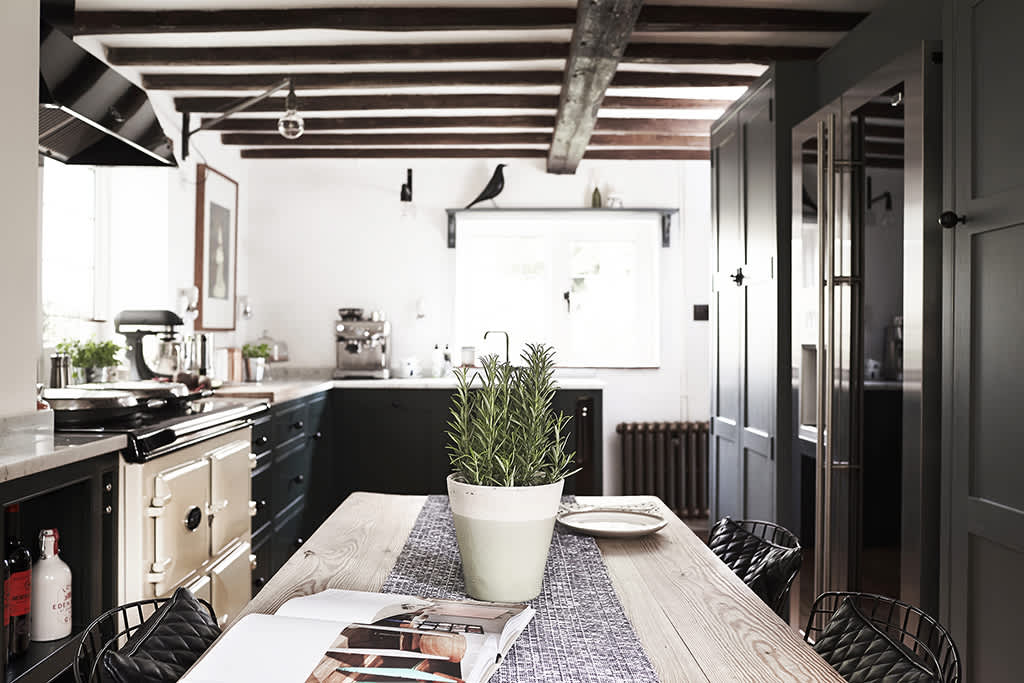 A Modern Kitchen For a 250-Year-Old English Cottage