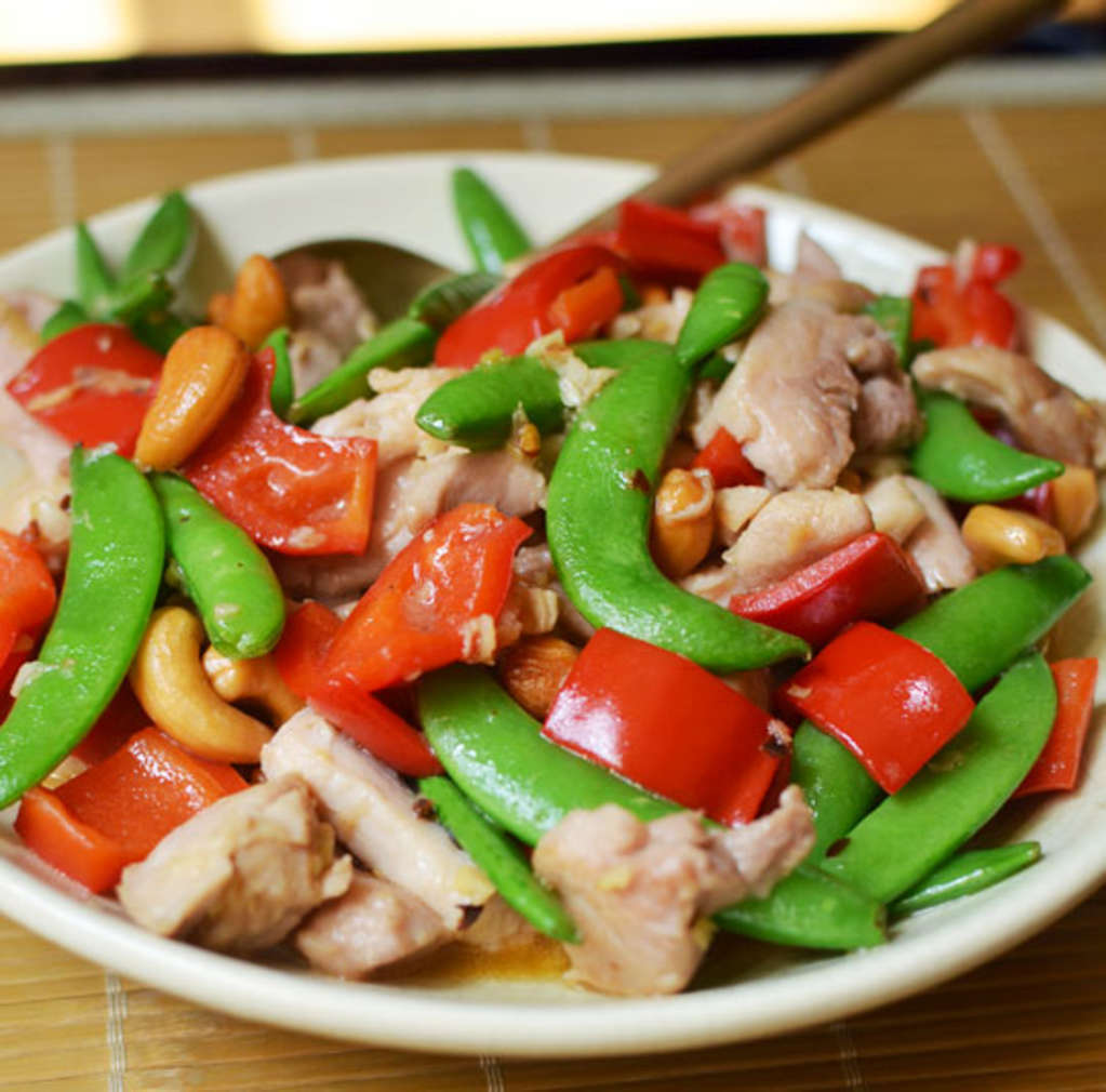 This Chicken and Cashew Stir-Fry Is a Weeknight Wonder