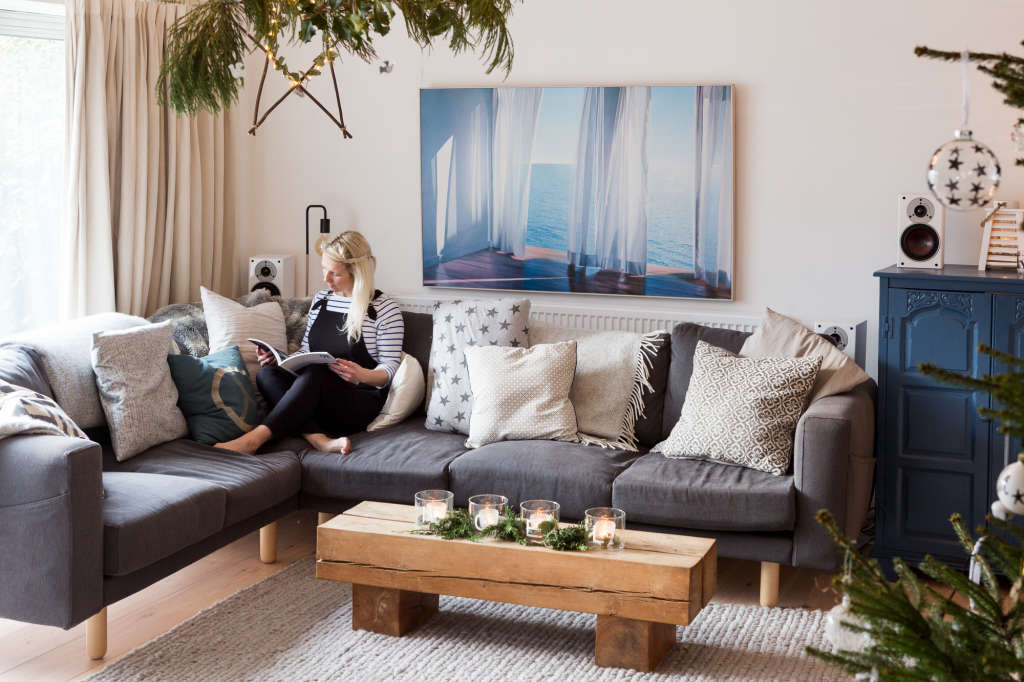how to make your old ugly sofa look new again apartment therapy. Black Bedroom Furniture Sets. Home Design Ideas