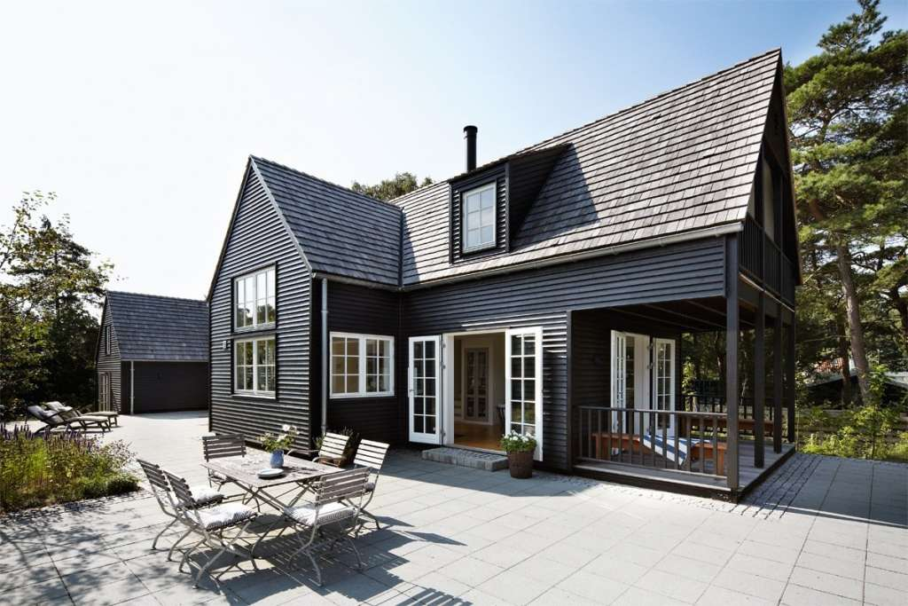 Exterior Paint Colors We're Head Over Heels in Love With