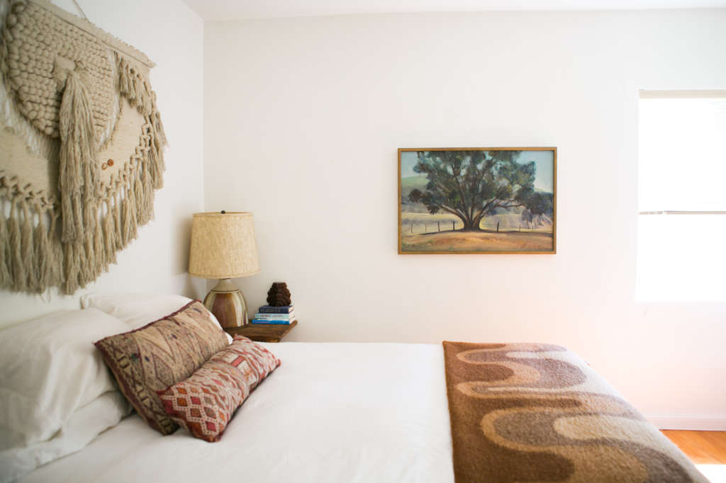 Working With White Walls: 6 Ideas From Bold Bedrooms of Real-Life Rentals