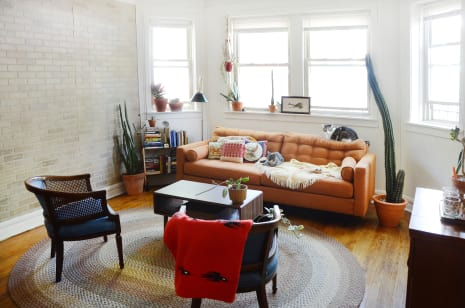 Tour A Chicago Garden Unit Filled With Vintage Finds Apartment Therapy