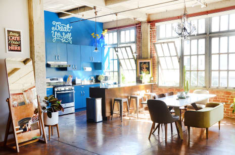 House Tour A Warm Bright Industrial Oakland Loft Apartment Therapy