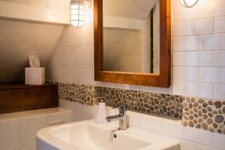 Relaxed & Rocky Beach Bathroom