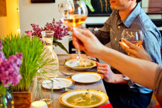 5 Tips for Throwing a Dinner Party in a Small Apartment