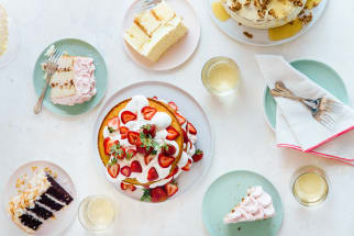 Cakes and cake plates