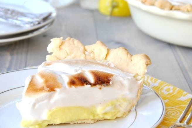 Lemon pie with vegan meringue