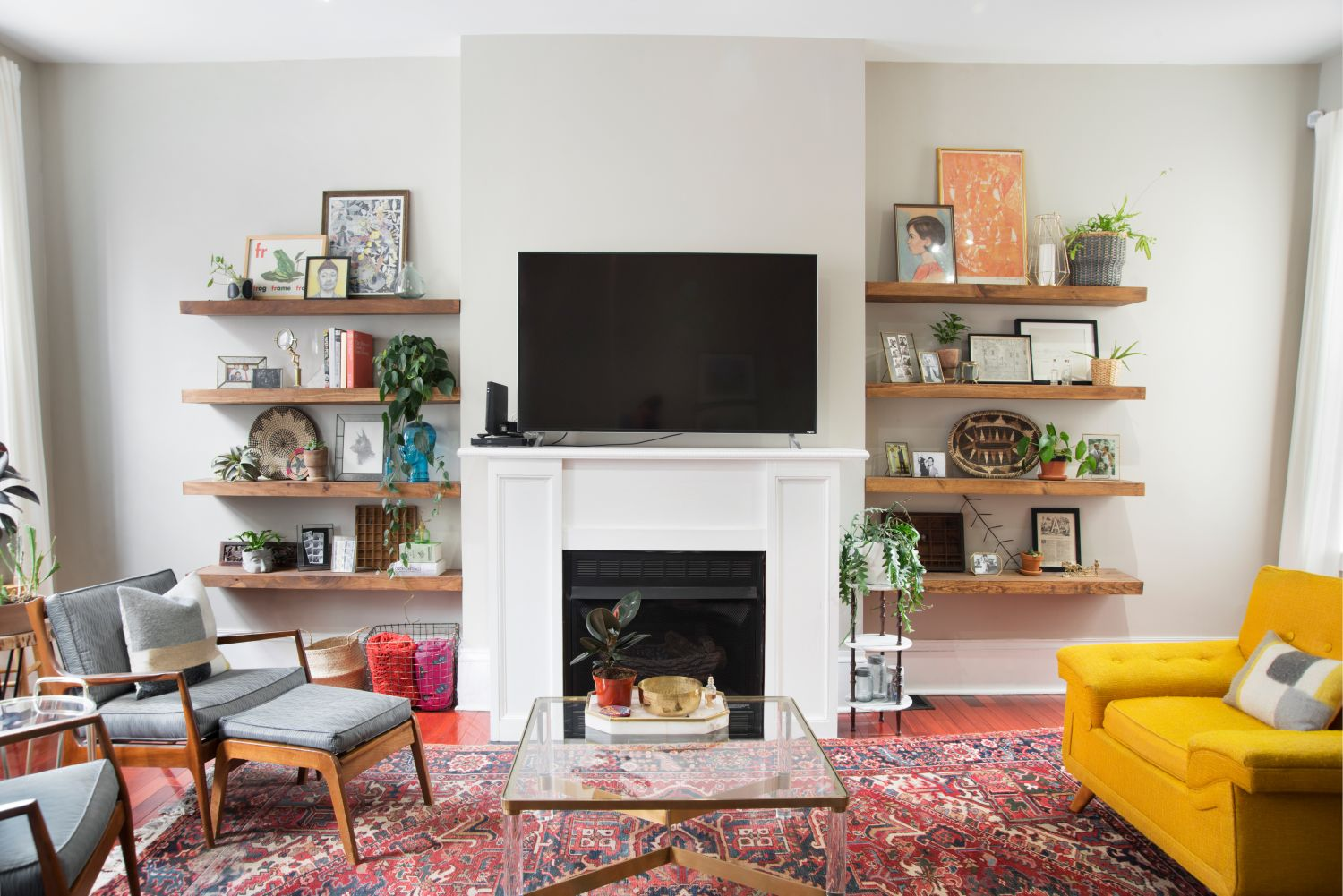 11 Impressive Ways to Style Your Floating Shelves