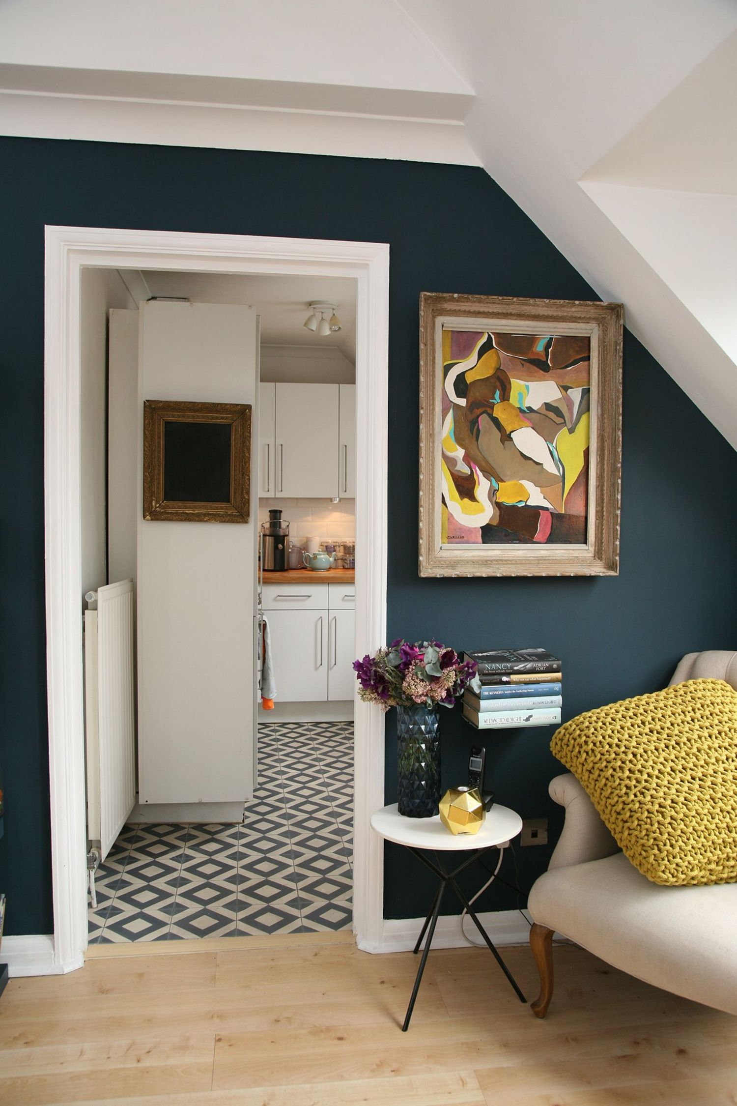 24 Simple Apartment Decoration You Can Steal: Living Room Paint Ideas: 10 Easy-to-Live-With- Colors