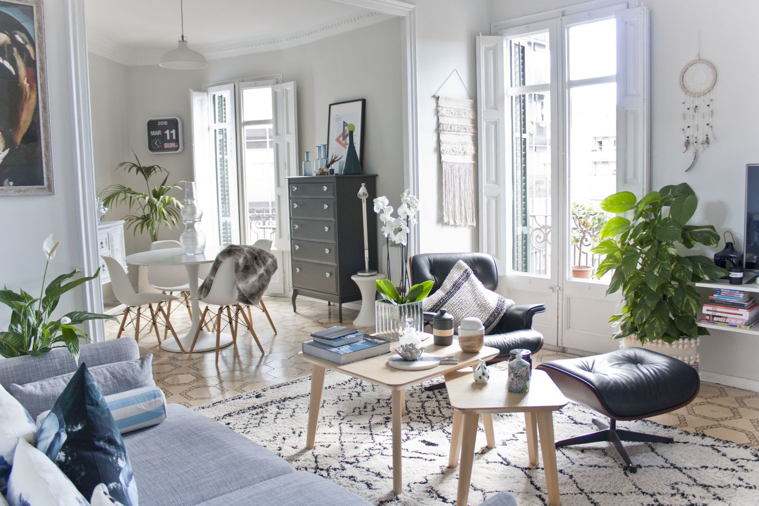 A Bright Barcelona Apartment Is a Soothing City Haven