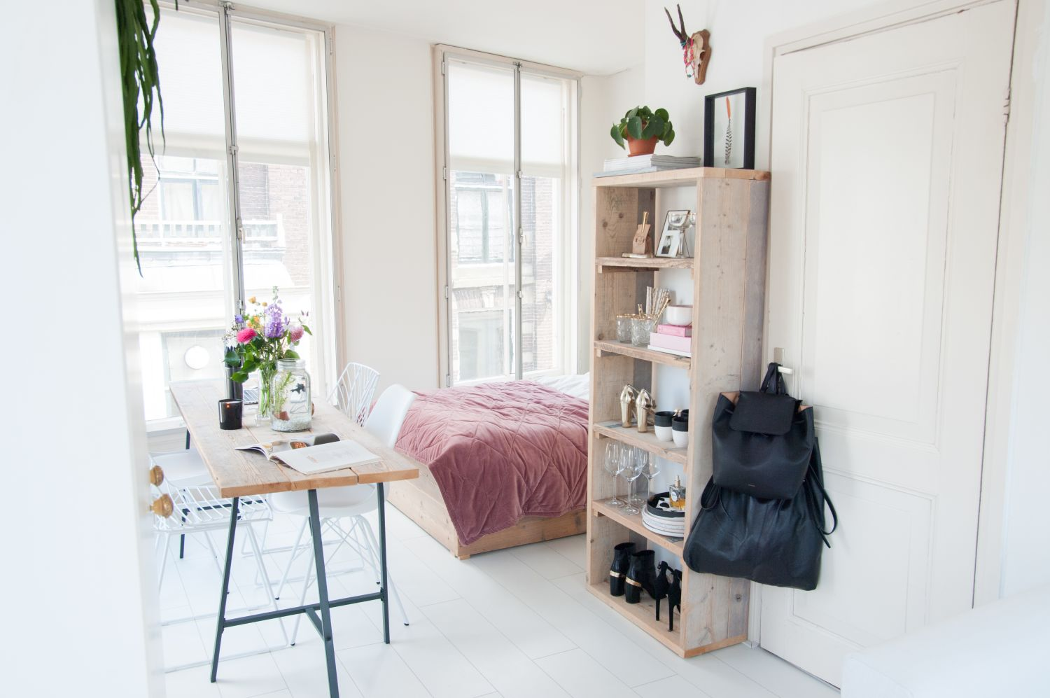 how to make your small space appear larger than it is 21340 | 7a9ee09a35c74a28470d2a71945db390c6a0bd3d