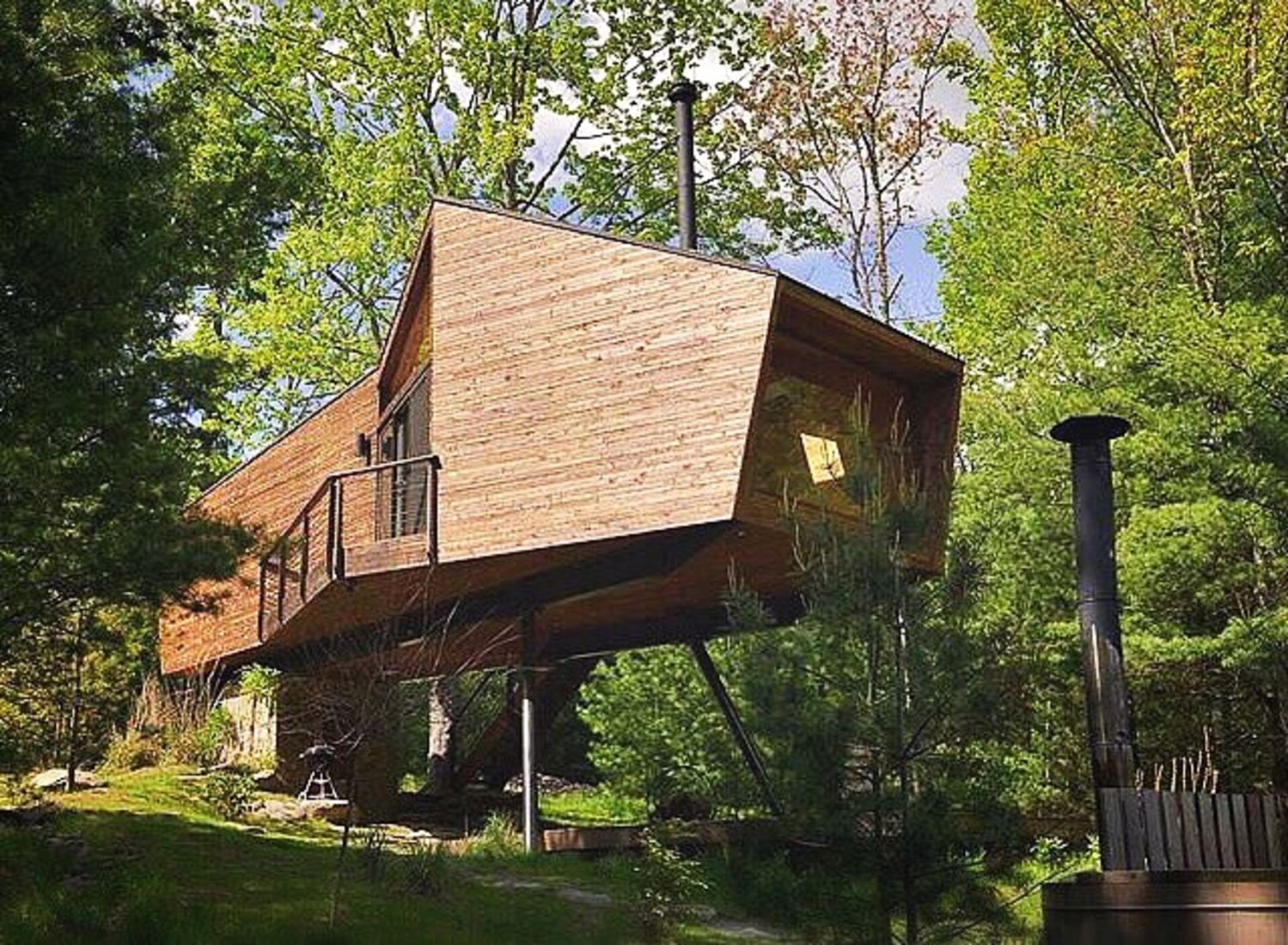 Peek Inside This Gorgeous Treehouse For Adults