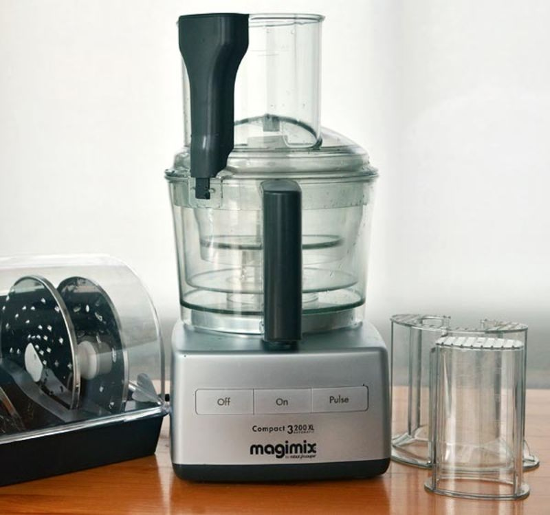 the kitchn reviews the magimix by robot coupe 12 cup food processor kitchn. Black Bedroom Furniture Sets. Home Design Ideas