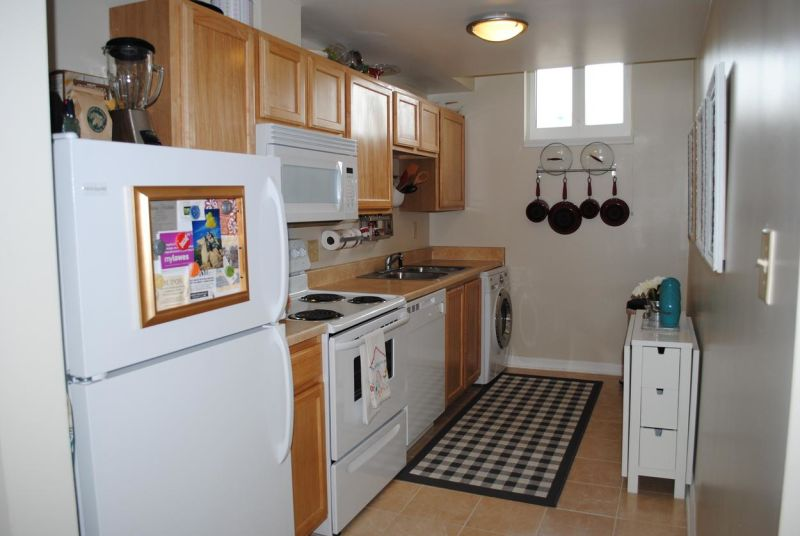 Heidi's Teeny-Tiny Eat-In Kitchen —  Small Cool Kitchens 2012