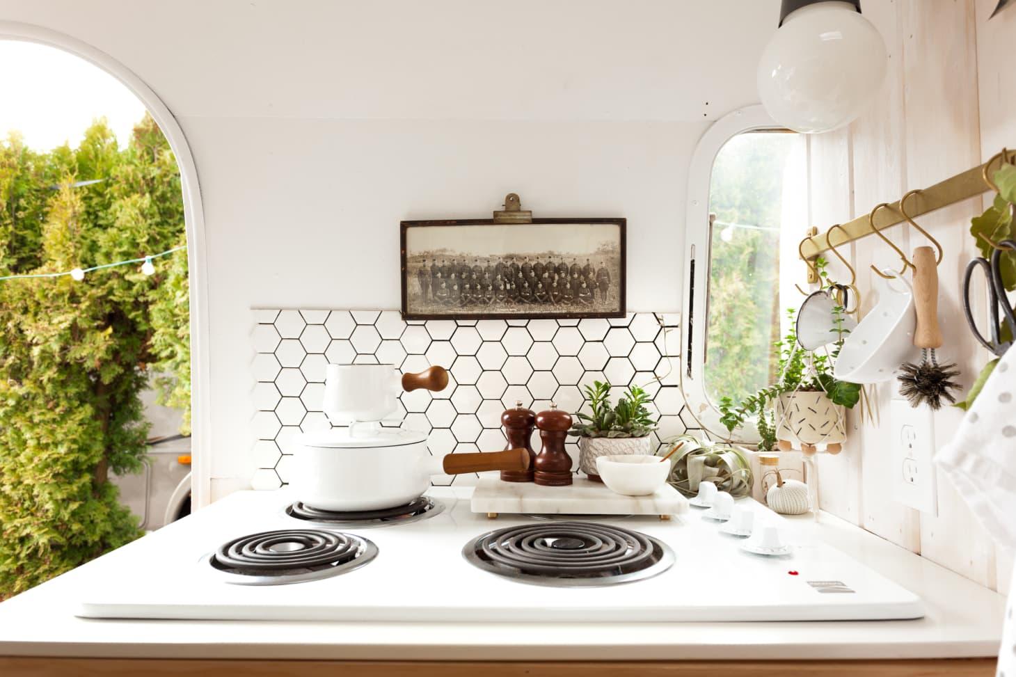 Best Small Kitchen Design Ideas - Smart Small Kitchen Solutions ...
