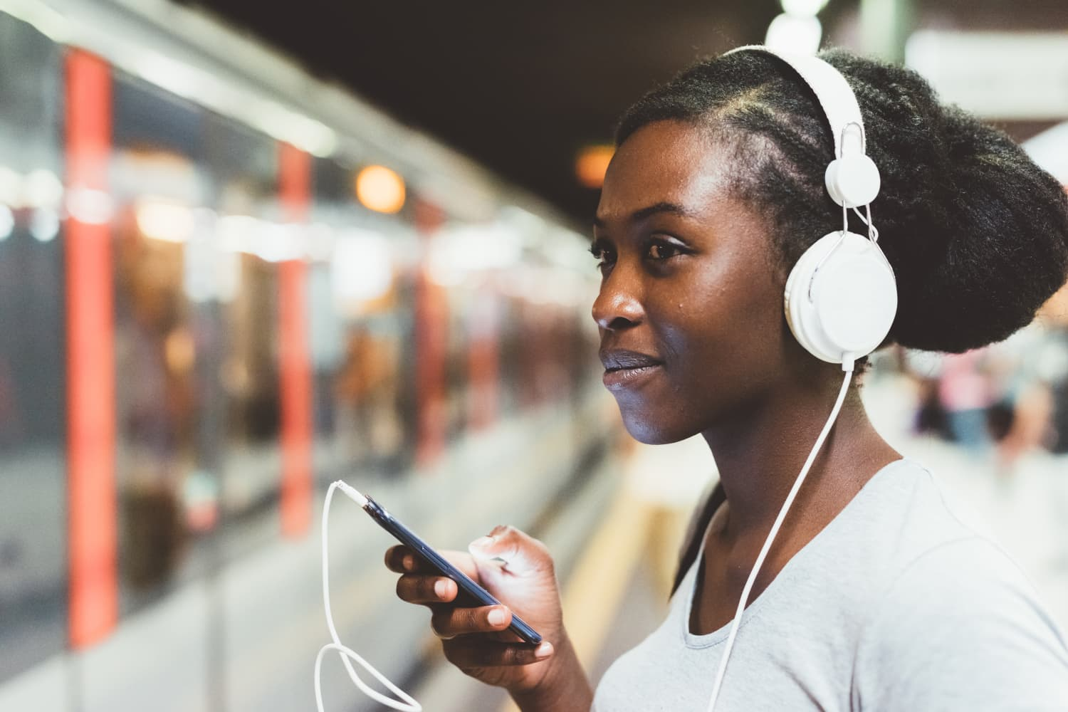5 Real Estate Podcasts That'll Teach You the Ins and Outs of Buying a House
